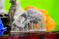 Objecte le photopolymer imprimé sur une imprimante 3d Images libres de droits