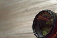 Objectif de caméra aligné vers l'observateur photographie stock