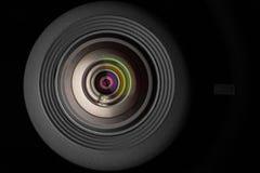 Objectif de caméra mobile sur le fond noir Photo stock