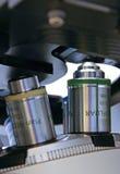 Objectifs de microscope inversé Photographie stock libre de droits