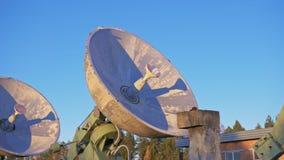 Objekt av institutet av sol- jordisk fysik Sol- radioteleskop för unik samling Sol- radioteleskop Satellit stock video