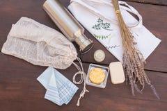 Objekt som är nödvändiga för noll avfalls/mindre förlorad shopping och uppehälle royaltyfri foto