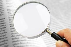 Objektiv auf Buch Stockfotografie