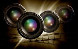 Objektiv- u. Filmstreifen auf abstraktem dunklem Hintergrund Lizenzfreies Stockbild