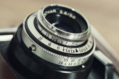 Objektiv und Berührungskontrollen der Weinlesekamera. Lizenzfreies Stockbild