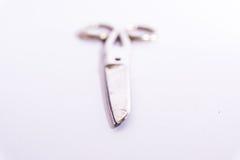 Objet blanc de fond en métal de ciseaux de blanc médical brillant de construction photo libre de droits