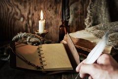 Objet de pirate sur la table en bois Photographie stock libre de droits