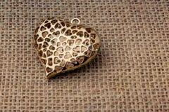Objet en forme de coeur avec une flèche photo libre de droits