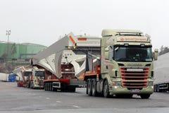 Objet industriel de transport de deux camions de Scania long Images libres de droits