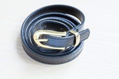 Objet sur le fond en bois - haut étroit de taille-ceinture Image stock