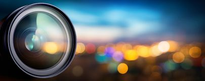 Objetiva com reflexões da lente Fundo do conceito dos meios e da tecnologia imagem de stock royalty free