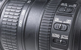 Objetiva com reflexões da lente Lente para a câmera de reflexo da única lente de SLR Câmera digital moderna de SLR Foto detalhada Fotos de Stock Royalty Free