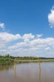 Objetivo velho do futebol na água Imagens de Stock