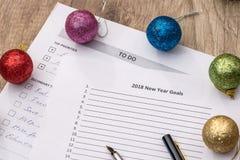 2018 objetivos do ano novo, para fazer a lista com bola dos cristmas Imagens de Stock Royalty Free