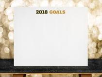 2018 objetivos no cartaz do Livro Branco na tabela de mármore preta com ouro Fotografia de Stock