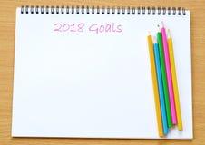 2018 objetivos no fundo do livro de nota do papel vazio com cópia espaçam f Foto de Stock