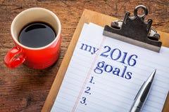 2016 objetivos no quadro-negro na prancheta Imagens de Stock Royalty Free