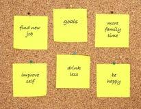 Objetivos pelo ano novo escrito em notas amarelas da etiqueta Imagem de Stock Royalty Free