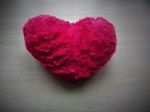 Objeto da forma do coração na tabela Foto de Stock Royalty Free