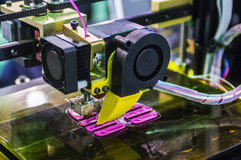 Objeto de la impresión en la impresora 3D Fotos de archivo