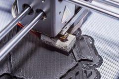 Objeto de la impresión en una impresora industrial 3D Fotos de archivo libres de regalías