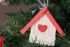 Objeto de madeira caseiro da árvore de Natal foto de stock