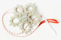 Objeto decorativo hecho a mano de la flor del ganchillo Fotos de archivo