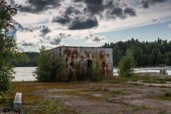 Objeto industrial abandonado en la región de Leningrad, Rusia Imagenes de archivo