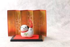 Objeto japonés del perro del Año Nuevo en blanco Fotos de archivo libres de regalías