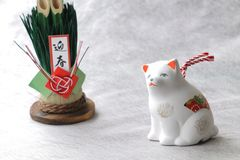 Objeto japonés del perro del Año Nuevo en blanco Imágenes de archivo libres de regalías