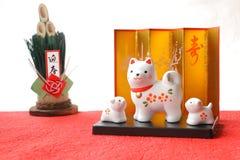 Objeto japonés del perro del Año Nuevo en el Libro Blanco rojo Imagen de archivo libre de regalías