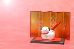 Objeto japonés del perro del Año Nuevo en luz del sol Imagenes de archivo
