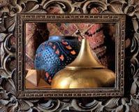 Objetos/aún vida a través de un marco de madera del Balinese Fotografía de archivo