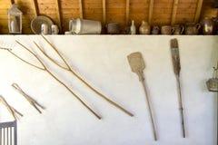 Objetos antiguos en la granja foto de archivo libre de regalías