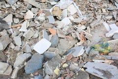 Objetos concretos e de pedra na operação de descarga imagem de stock royalty free