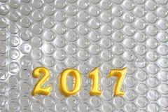 2017 objetos 3d reais na reflexão foil, conceito do ano novo feliz Fotos de Stock