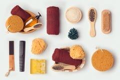 Objetos da higiene pessoal para a zombaria acima do molde e do projeto da identidade de marcagem com ferro quente Vista de acima Fotos de Stock Royalty Free