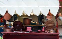 objetos de cobre para la cocina Imagenes de archivo
