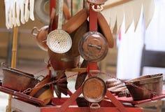 objetos de cobre para la cocina y el hogar Fotos de archivo libres de regalías