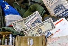 Objetos de recuerdo WW2 en la exhibición en el evento militar fotografía de archivo