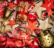 Objetos decorativos do vintage dos ornamento das decorações do Natal retros Fotografia de Stock
