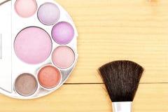 Objetos del maquillaje en la madera Fotos de archivo libres de regalías