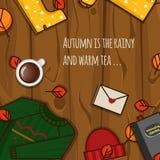 Objetos del otoño en el fondo de madera Fotos de archivo