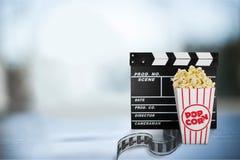 Objetos do filme ajustados no fundo Imagem de Stock
