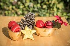 Objetos do Natal com um cone do pinho no centro Fotografia de Stock Royalty Free