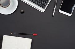 Objetos do negócio em uma mesa preta Foto de Stock Royalty Free
