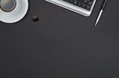 Objetos do negócio em uma mesa preta Imagem de Stock Royalty Free