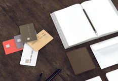 Objetos en el fondo de madera Foto de archivo libre de regalías