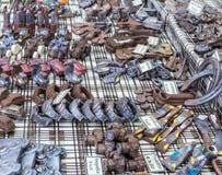 Objetos feitos a mão do chocolate em um mercado do chocolate Alimento artístico Fotografia de Stock