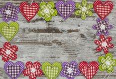 Objetos hechos a mano coloridos en una composición del marco Fotos de archivo